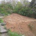 A medencéből kitermelt földet nem kellett elszállítani, mert egy terasz került kialakításra.