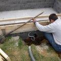 Medence vízgépészeti szerelvények oldalfalba történő beépítése