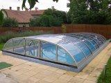 Akciós medencefedés üvegszerűen átlátszó polikarbonát burkolattal.