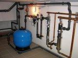 Medence vízfűtéséhez a vegyszeres uszodavíz miatt rozsdamentes hőcserélő szükséges.