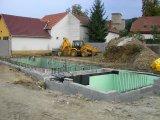 Feszített víztükrű vízzáró vasbeton úszómedence építés